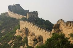 China - Steep incline of Ming Dynasty Great Wall. Oh The Places You'll Go, Places To Travel, Places To Visit, Dream Vacations, Vacation Spots, China Image, National Geographic Kids, Great Wall Of China, Belleza Natural
