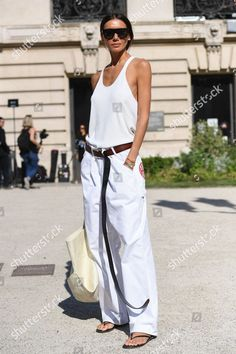The Professional Stylist's Guide to Dressing for Fashion Week White Fashion, Look Fashion, Fashion Outfits, Womens Fashion, Fashion Weeks, Paris Fashion, Fashion Pants, Fashion Tips, Leather Pants Outfit