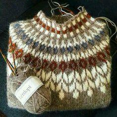 Knitting Patterns Yarn herminehesse: Icelandic Sweaters (my favies to make) Tejido Fair Isle, Punto Fair Isle, Fair Isle Knitting, Hand Knitting, Knitting Machine, Vintage Knitting, Knitting Sweaters, Knitting Designs, Knitting Projects