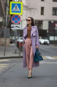Lilás: Vinte e Cinco Looks para se Inspirar - moda aşkdır Color Blocking Outfits, Look Fashion, Autumn Fashion, Fashion Outfits, Womens Fashion, Fashion Tips, Classy Outfits, Stylish Outfits, Cool Outfits