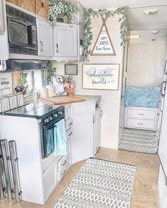 36 Creative RV Camper Organization with Modern Style. Since RV Camper Organization using Modern Style, you know that you've got tons of space though it's nevertheless limited. Rv Living, Tiny Living, Living Room, Home Addition Plans, Kombi Home, Rv Homes, Camper Makeover, Camper Renovation, Rv Interior Remodel