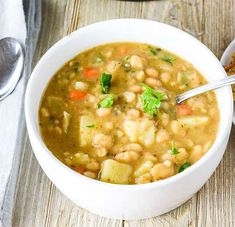 Amazing Vegan White Bean Soup recipe that is hearty, comfy and full of flavor. It is vegan, gluten-free and oil-free and perfect for those long winter months. Navy Bean Soup, White Bean Soup, White Beans, Vegan Soups, Vegetarian Recipes, Cooking Recipes, Healthy Recipes, Vegan Food, Vegan Keto
