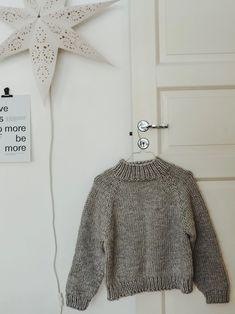 NEULEOHJE YKSINKERTAISEEN JA HELPPOON PAKSUUN VILLAPAITAAN | RKNITS ANNA | Reetta Pelli Fingerless Mittens, Handicraft, Knitwear, Knit Crochet, Weaving, Embroidery, Knitting, Sweaters, Pattern
