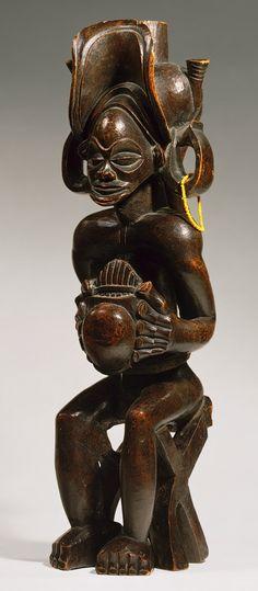 Chokwe people of Angola XIXth century Arte Tribal, Tribal Art, Statues, Art Et Architecture, Afrique Art, African Sculptures, Art Premier, Instruments, African Diaspora