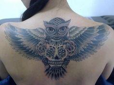 Un búho con flores en el pecho   Tatuajes