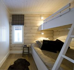 Low Loft Beds, Cottage Interiors, Cabins In The Woods, Guest Bedrooms, Bunk Beds, Interior Inspiration, House Ideas, Villa, Home Decor