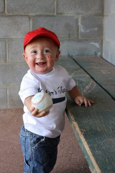 play ball, little cutie! Cute Photos, Funny Photos, Baby Pictures, Cute Pictures, Baby Smiles, Little Man, Cute Kids, Baby Kids, Kittens