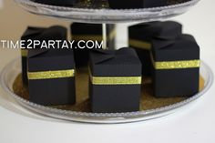 favor boxes.....how cute! Must make these