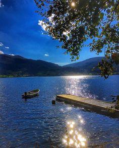 A beautiful autumn Sunday #mountains#nature#autumn#brilliantnorway#norge#wu_europe#travel_drops#ig_eurasia#globalcapture#earth_magic#ig_myshot#norgefoto#mittvestland#splendid_mountains#splendid_reflections#nortrip#loves_landscape #bns_waters#show_us_nature#bestmountainartists#thebestofnorway#bns_waters#water_perfection#loves_reflections#landscapes_captures#fall#nortrip#worlds_beautiful_photos#goldofnorway