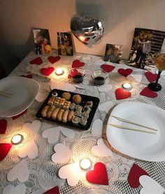 Romantic Dinner Tables, Romantic Dinner Setting, Romantic Date Night Ideas, Romantic Dinners, Romantic Room Decoration, Romantic Bedroom Decor, Surprise Boyfriend, Boyfriend Gifts, Boyfriend Birthday