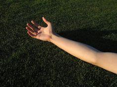 A partir d'un certain âge, surtout chez les femmes, la peau et la musculature des bras deviennent flasques.
