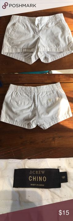 JCrew white chino short Size 6, runs a bit small / no stretch. Great summer staple. J. Crew Shorts