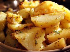 Greek Style Lemon Roasted Potatoes – I Cook I Eat - Gnocchi rezept Greek Style Potatoes, Greek Lemon Potatoes, Potato Dishes, Vegetable Side Dishes, Vegetable Recipes, Lemon Roasted Potatoes, Roasted Potato Recipes, Gnocchi, Actifry Recipes