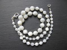 Graduated mother of pearl necklace