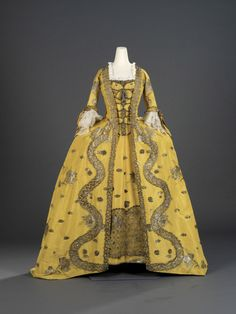 1750s sack back (robe a la francaise), probably French.  From the Royal Ontario Museum.