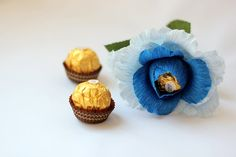 Paper Flower Blue Rose With Ferrero Rocher Candy by Tatiana's Tienda Ferrero Rocher Bouquet, Candy Bouquet, Craft Gifts, Paper Flowers, Bouquets, Diy And Crafts, Projects To Try, Roses, Gifts