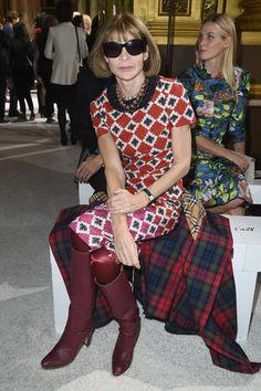 Anna Wintour Photos - Anna Wintour attends the Balmain show as part of the Paris Fashion Week Womenswear Spring/Summer 2018 on September 28, 2017 in Paris, France. - Balmain : Arrivals - Paris Fashion Week Womenswear Spring/Summer 2018