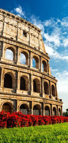 El Coliseo o el Coliseo también conocido como Anfiteatro Flavio un anfiteatro elíptico construida en 80AD es probablemente el edificio más impresionante del Imperio Romano.  Roma, Italia |  15 Tiros más colorido de Italia