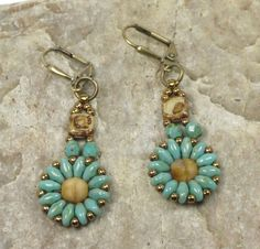 SUPERDUO CZECHMATE TILE Dangle Flower por CinfulBeadCreations