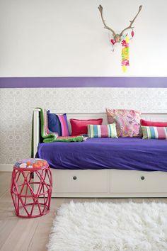 zithoek met kussens in verschillende kleuren