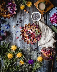 Plum and berry crisp - Delicious sumer berries and plums baked with rolled oats and lavender on a summer kitchen Sweet Soup, Summer Pie, Summer Kitchen, Rolled Oats, Coffee Time, Crisp, Plum, Berries, Floral Wreath