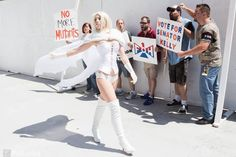 Character: Emma Frost (aka The White Queen) / From: MARVEL Comics 'The Uncanny X-Men' / Cosplayer: Caitlin Dickens (aka Contagious Costuming)