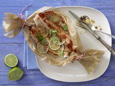 Wer packt nicht gerne Päckchen aus? Fisch-Limetten-Päckchen - mit Koriander - smarter - Kalorien: 340 Kcal - Zeit: 15 Min. | eatsmarter.de