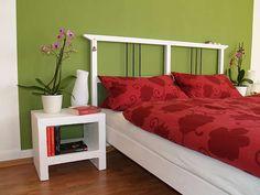 Für jedes Bett gibt es den passenden Nachttisch - meistens aus Massiv- oder Sperrholz. Es geht aber auch anders: Die Ablage lässt sich genauso gut aus Porenbetonsteinen bauen. Wir zeigen Dir wie´s geht!