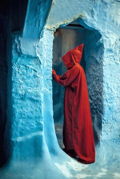 Red hood in Chaouen #People of #Morocco - Maroc Désert Expérience tours http://www.marocdesertexperience.com