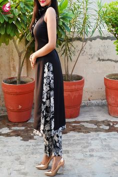 Black Printed Crepe Kurti with Printed Crepe Palazzo Pant Punjabi Suits Designer Boutique, Indian Designer Outfits, Indian Outfits, Designer Dresses, Plain Kurti Designs, Kurta Designs, Blouse Designs, Indian Gowns Dresses, Pakistani Dresses