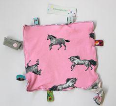 Knistertücher - großes Knistertuch rosa mit Pferden und Sternen - ein Designerstück von traumgenaeht bei DaWanda