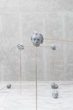 """A Fondazione Prada inaugurou um exposição chamada """"To the Son of Man Ate the Scroll"""", com a curadoria de Goshka Macuga, que fica até 19/06 em cartaz."""