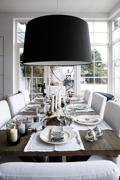 desire to inspire - Home and Garden Design Ideas Sweet Home, Style At Home, Comedor Shabby Chic, Deco Luminaire, Dining Room Inspiration, Deco Table, Decoration Table, Dining Room Design, Home Fashion