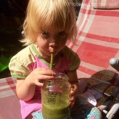 Matilda schreckt mittlerweile auch kein grüner Smoothie ab ❤️❤️ #probieredasmalaus #greenkitchen #green #smoothie #greensmoothie #healthy #gesund #lecker #yummy #yum #vegan #veganfood #vegandrink #kids