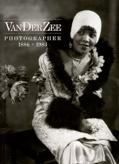 James Van Der Zee (June 1886 - May was an African-American photographer best known for his portraits of black New Yorkers. He was a leading figure in the Harlem Renaissance. James D'arcy, American Women, African American History, American Fashion, Marcus Garvey, Harlem Renaissance Fashion, James Van Der Zee, People, Portraits