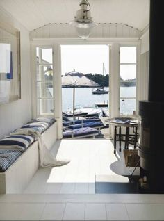 38 Amazing Summer House Interior Design Ideas With Beach Theme - SearcHomee Cottages By The Sea, Beach Cottages, Beach Houses, Coastal Homes, Coastal Living, Les Hamptons, Interior And Exterior, Interior Design, House By The Sea