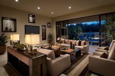 des coussins marron et des meubles de salon en beige