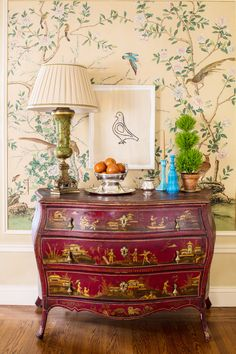 At Home with Dress Designer Kim Bachmann. Bachmann's way with whimsical combinations is evident in her placement of a minimalist Hugo Guinness bird print above an ornate vintage chinoiserie chest. Chinoiserie Wallpaper, Chinoiserie Chic, Zuber Wallpaper, Chic Wallpaper, Chinese Furniture, Oriental Furniture, Oriental Decor, Style Asiatique, Design Apartment