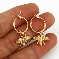 Bumble bee earrings - 1 Pair Chic Gold Color Small Bee Pendant Earrings For Women Cute Stereoscopic Insect Earrings Fashion Jewelry Gift – Bumble bee earrings Cute Jewelry, Jewelry Gifts, Jewelery, Jewelry Accessories, Women Jewelry, Jewelry Ideas, Gold Jewelry, Tiffany Jewelry, Handmade Jewelry