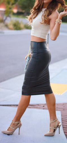 Leather skirt. MUST HAVE!