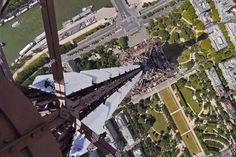 """""""@parisavant: La tour Eiffel vue depuis le sommet de l'antenne """" euhhhhhhhhhhh anmweyyyyyyyy vertige assuré"""