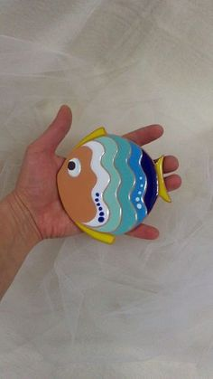 ceramica come mestiere: Pesce svuotatasche e pesce da parete. Clay Tiles, Ceramic Clay, Ceramic Painting, Ceramic Pottery, Pottery Art, Clay Wall Art, Clay Art, Fish Crafts, Clay Crafts