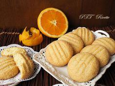 Biscotti all'arancia senza burro, fatti con pasta frolla all'olio, buoni anche da inzuppare nel latte! #biscotti #arancia #inzupposi #pasticceria #colazione #senzaburro #senzalatte #senzalattosio #ricetta #recipe #italianfood #italianrecipe #PTTRicette