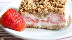 A creamy frozen treat made with fresh strawberries and topped with crunchy Nature Valley™ granola bars. Easy to make and perfect for a hot summer day!