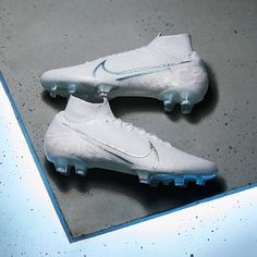 The Nike Mercurial Superfly VII Elite FG soccer cleats feature Aerow Trac zones in the forefoot for increased responsiveness off the mark, while the split design plate ensures grip on firm ground. Best Soccer Shoes, Best Soccer Cleats, Womens Soccer Cleats, Nike Soccer Shoes, Soccer Outfits, Nike Cleats, Cool Football Boots, Football Shoes, Football Cleats