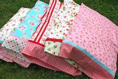 Sewing Pillows a magic pillowcase tutorial!-lovely little handmades: a magic pillowcase tutorial - all enclosed seams Sewing Hacks, Sewing Tutorials, Sewing Patterns, Sewing Tips, Sewing Ideas, Tutorial Sewing, Fabric Crafts, Sewing Crafts, Diy Crafts