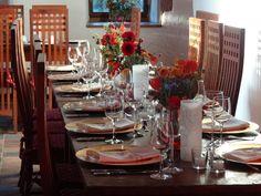 Liebevolle Tisch-Dekoration auf Burg Bubenheim bei Nörvenich. Hier könnt Ihr stilvoll feiern.