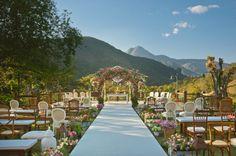 Casamento Juliana e Pedro | Casamentos Reais | Casamento no Rio de Janeiro - Casar.com cadeiras diferentes :)