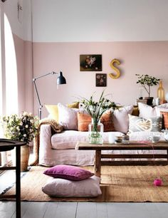 It's rare to find a floral still life without shades of pink, which is why they look so good on pink walls. This interior looks especially good as all the colours in the prints seem to pop up in the room: the cushions and accessories were clearly chose with care.
