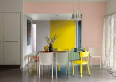 Pink dining room with neon yellow accents. Dining Room Inspiration, Interior Inspiration, Beautiful Interiors, Colorful Interiors, Pink Dining Rooms, Deco Pastel, Kitchen Arrangement, Interior Styling, Interior Design